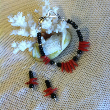 Coral and Onyx Bracelet With Matching Earrings Hand Made Red Coral and Black Onyx Beaded Beach Jewelry Set Accented With Sterling Silver
