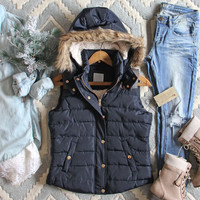 Suncadia Hooded Vest in Navy