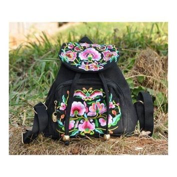 New Yunnan Fashionable Embroidery Bag Stylish Featured Shoulders Bag Fashionable