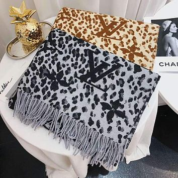 LV Louis Vuitton Women Autumn And Winter New Fashion Leopard Print Warm Tassel Scarf