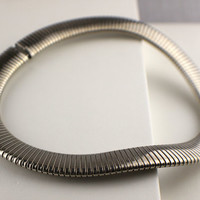 Short 1990s Flat Steel Metal Spiral Stretchy Choker Necklace