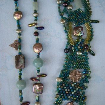 Paua shell Freeform Beadweaving Necklace by dorothydomingo on Etsy
