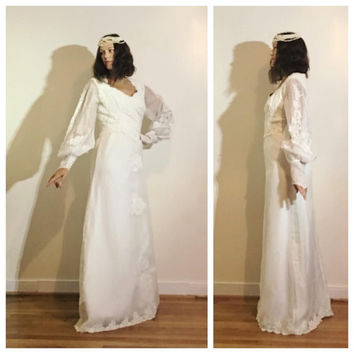 50s 60s Wedding Gown Long Sleeve Bridal Gown Minimal Elegant Bell Sleeve Floral Lace Detail size 8