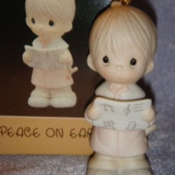 Precious Moments  E5389 Mib Ornament -PEACE On EARTH  Boy Caroling Festive