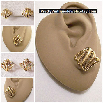 Monet Open Diamond Rib Pierced Earrings Gold Tone Vintage Wavy Smooth Strands Button Discs