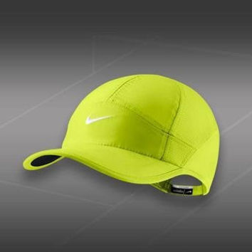 NIKE WOMENS FEATHER LIGHT HAT-613968 702-Women fit-