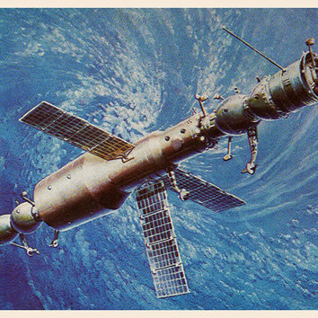 Over Cyclone (Artist A. Sokolov) Vintage Postcard - Printed in the USSR, «The Fine Arts», Moscow, 1980