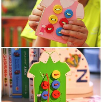 BABYS WOODEN TOYS WEAR THE BUTTON EDUCATIONAL THREADING BOARD 2 KINDS BEADED BLOCKS KIDS