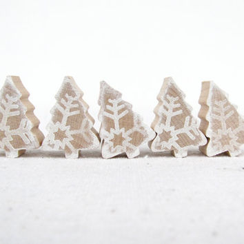 White Snowflake Magnets - Cottage Chic - Shabby Chic - Christmas Tree - Wooden Magnets - Christmas Decoration -  Stocking Stuffer set of 5