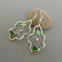 Silver tone earrings, statement jewelry, copper wire earrings, green stained glass jewelry, glass beads earrings, Tendrils