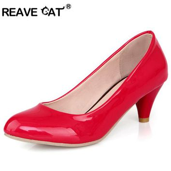 REAVE CAT Pointed toe Sapatos femininos New Fashion Sweet Spring summer Women shoes Patent Glitter Mid heels Black QL4773