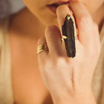 black tourmaline ring / raw black tourmaline ring / gold & tourmaline ring / tourmaline statement ring / boho tourmaline ring