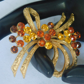 Coro  RHINESTONE BOW NEW Vintage Gold Tone Designer Light Dark Amber Rhinestone Accents Detailed Ribbon Beautiful Signed Brooch Pin! 405