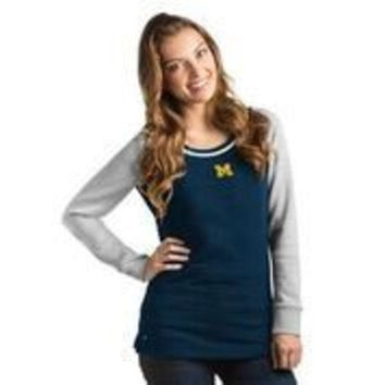 DCCKG8Q NCAA Antigua Michigan Wolverines Women's MVP Pullover Quilted Crew Neck