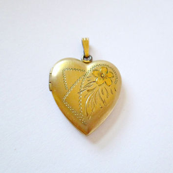 Vintage Heart Gold Locket Gold Filled 1/20 12K GF Yellow Gold Rose Gold Etched Flower Floral Motif Good Condition Mild Patina