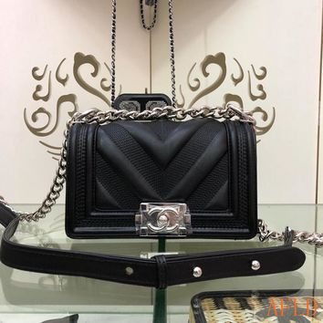 HCXX 19Aug 669 Fashion Shoulder Strap Chain Flap Bag Leather Leboy Embroidered Baguette Bag 280