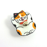 CD recycled Brooch : Lucky charm Japanese tricolor cat, Maneki Neko, with his silver bell - by Savousepate