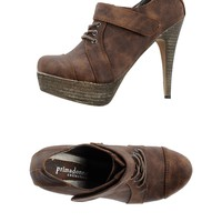 Primadonna Lace-Up Shoes