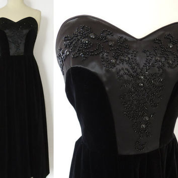 Vintage 80s Does 50s Strapless Black Velvet Beaded Dress Heart Shape Bust Size 6 to 8