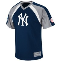 MLB New York Yankees Jetstream V-Neck Synthetic Raglan Fashion Top Men's