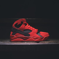 NIKE Air Flight Huarache - University Red / Black