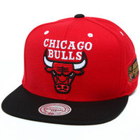 Chicago Bulls 1997  red/white Jersey NBA HWC Commemorative Finals Patch Snapback Hat by Mitchell & Ness
