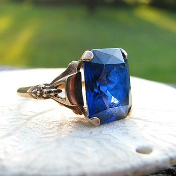 Vintage Synthetic Blue Sapphire Ring, Striking 6 carat Emerald Cut Stone, Charming Gold Setting with Flower Blossoms, Lovely Condition