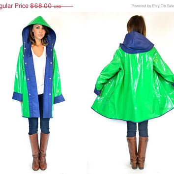25% OFF SALE WATERPROOF vinyl shiny preppy Hooded kelly green + navy Raincoat jacket, medium-extra large