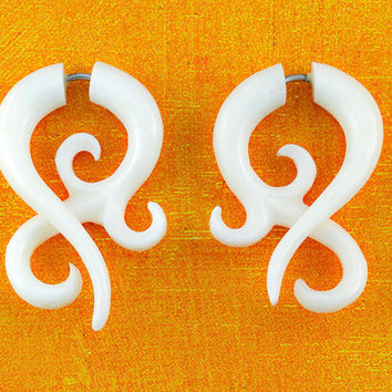 Fake Gauges - Small BONE Asalah Twists - White