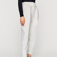 TROUSERS WITH DETAILED WAISTBAND DETAILS