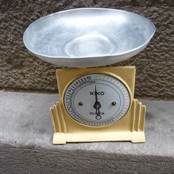 Antique kitchen scale, from the 20's
