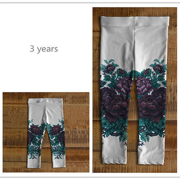 Stretch baby leggings for girl 6 months to 3 years old Made of eco-spandex performance fabric Pattern of peony White floral legging for girl