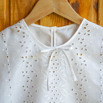 Antique Lace Blouse / White Batiste Broderie Anglaise Short Sleeve Top / Floral Whitework Needlework German DDR 1950's Embroidery Blouse