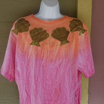 Vintage 80s C C Confetti Metallic Gold Glitter Seashell Handpainted Ombre Pink & Orange Sunset Beach T-Shirt Oversize Boxy One Size
