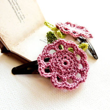 Honeysuckle pink green crochet flower hair clip by Mashacrochet