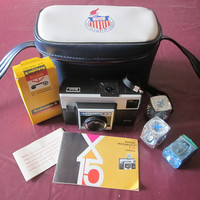 Kodak Instamatic Camera 1971 Case, Film, Flash Cubes