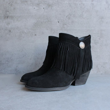 sbicca - pinto fringe ankle boots in black