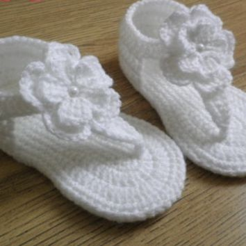 Crochet White  Hibiscus Flower Baby Shoes , Sizes 0-6 Months