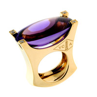 Van Cleef & Arpels Amethyst Diamond Gold Cocktail Ring