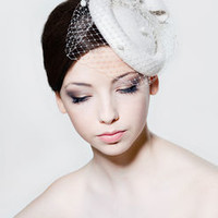 Felt Percher With Bow And Dotted Veiling