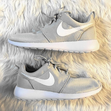 """NIKE""roshe Trending Fashion Casual Sports Shoes Gray white hook"