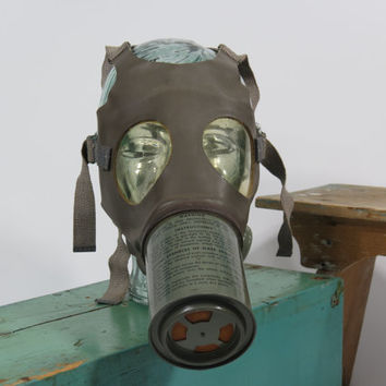 U.S. Army Non Combatant Gas Mask Medium Adult MIA2-1-1 WWII Chemical Warfare Service