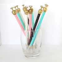 Crown pen with polka-dots (available in 4 colours)