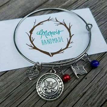 USA Military bangle bracelet - United States charm bangle. Army, Navy, Air Force, Coast Guard & Marines patriotic jewelry. Perfect gift!