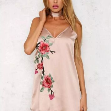 Spring new neck lace embroidered flower harness dress