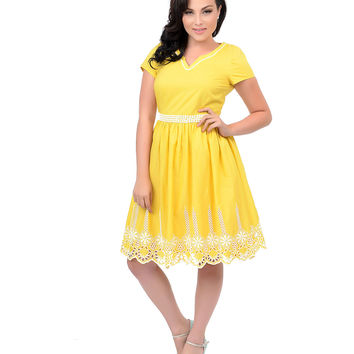 1960s Style Yellow & White Crochet Embroidered Short Sleeve Sunshine Day Swing Dress