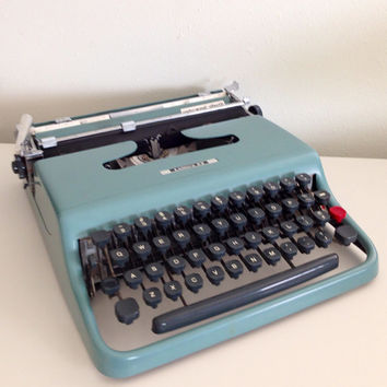 Underwood Olivetti MINT Typewriter Portable Manual Typewriter Working Typewriter Lettera 22