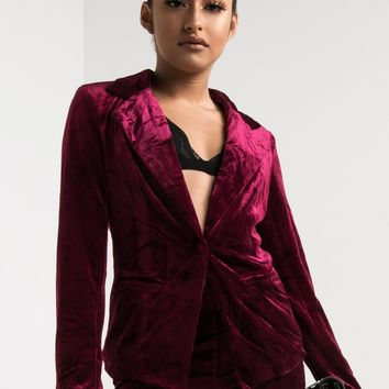 AKIRA Single Breast Slim Lapel Button Up Long Sleeve Cuffed Velvet Blazer in Burgundy