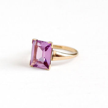 Vintage 10k Yellow Gold Created Pink Sapphire Ring - Retro 1950s Size 5 1/2 Light Violet Pink Stone 2 + Carat PSCO Plainville Fine Jewelry