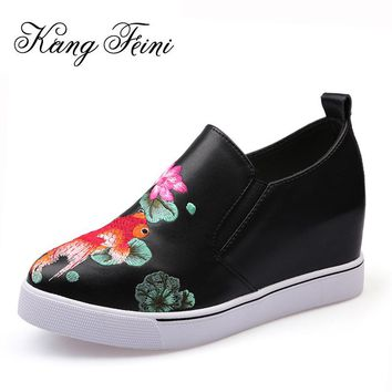 KANG FEINI 2017 Fashion Embroidery Goldfish Women Pumps Genuine Cow Leather Women Casual Shoes Girls Wedges Platform Shoes Woman
